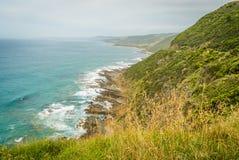 Großartige Landschaft der großen Ozean-Straße an einem bewölkten Tag Stockfotos