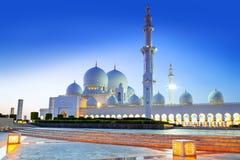 Großartige Moschee in Abu Dhabi nachts Stockfotografie
