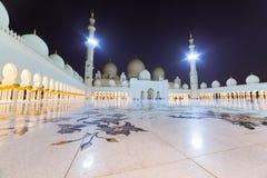 Großartige Moschee in Abu Dhabi nachts Lizenzfreies Stockfoto