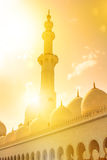 Großartige Moschee bei Sonnenuntergang Stockbild