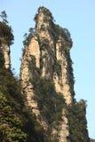Großartige Spitze in den Zhangjiajie-Bergen lizenzfreie stockfotografie