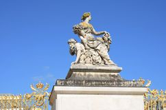 Großartige Statue der Frau in Versailles Lizenzfreie Stockfotos