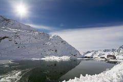Großartiger Bernhardiner-Durchlauf im Winter stockfotografie