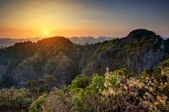 Großartiger Blick auf die Krabi-Provinz von Tiger Cave Monastery Lizenzfreie Stockfotos
