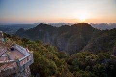 Großartiger Blick auf die Krabi-Provinz von Tiger Cave Monastery Stockbild