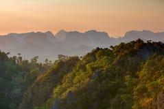 Großartiger Blick auf die Krabi-Provinz von Tiger Cave Monastery Lizenzfreies Stockbild