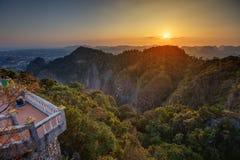 Großartiger Blick auf die Krabi-Provinz von Tiger Cave Monastery Stockfotografie