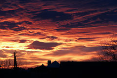 Großartiger heller roter Sonnenuntergang Lizenzfreie Stockfotos