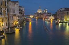 Großartiger Kanal nachts, Venedig lizenzfreies stockbild