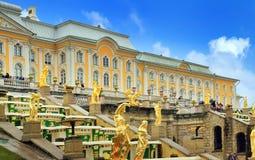 Großartiger Palast in Petergof Stockbild