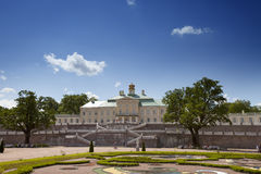Großartiger Palast und Landschaft Menshikov parken am 13. Juni 2013 in Oranienbaum, Russland Stockfoto