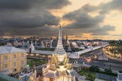 Großartiger Palast und Wat-phra keaw bei Sonnenuntergang Bangkok, Thailand Lizenzfreies Stockfoto