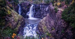 Großartiger Portage-Wasserfall Stockfotografie