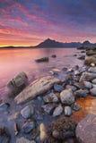 Großartiger Sonnenuntergang am Elgol-Strand, Insel von Skye, Schottland Lizenzfreies Stockbild