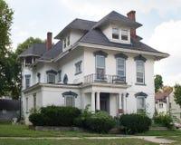 Großartiges altes Haus, das TLC benötigt Stockfoto