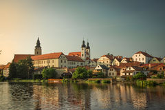 Großartiges Schloss unter bewölktem Himmel in Telc, eine Stadt in Moray, eine UNESCO-Welterbestätte in der Tschechischen Republik Lizenzfreies Stockfoto