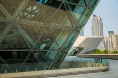 Großartiges Theater Guangzhou-Markstein Guangzhous Blaues Glasvorhangfeld, ein einzigartiger Auftritt des Theaters Stockbild