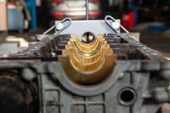Großaufnahme auf der Ersatzmaschine benutzt auf einem Kran angebracht für Installation an einem Auto nach einem Zusammenbruch und stockbilder