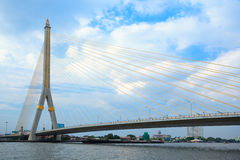 Großbrücke in Bangkok, Thailand (Rama 8 Brücke) Lizenzfreie Stockbilder