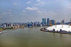 Großbritannien, England, London, Arena 02 und Canary Wharf-Skyline Stockfotografie