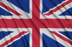 Großbritannien-Flagge wird auf einem Sportstoffgewebe mit vielen Falten dargestellt Sportteamfahne lizenzfreie stockfotos