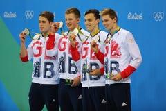 Großbritannien-Männer ` s 4x100m Gemischstaffel Chris Walker-Hebborn, Adam Peaty, James Guy, Duncan Scott während der Medaillenze Stockbild