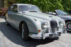 Großbritannien-Spezifikt. 1959 Gray Jaguar Marks 2 des Modelljahrs auf einer Parade von einem Retro- von Autos Lizenzfreies Stockbild