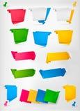 Große Ansammlung bunte origami Papierfahnen. Stockbild