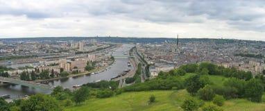 Große Ansicht über die Stadt stockbilder