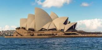 Große Ansicht von Sydney Opera House lizenzfreie stockfotos