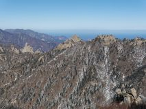 Große Ansicht zu den schönen Bergen Stockfotos