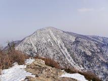Große Ansicht zu den schönen Bergen Seoraksan Lizenzfreies Stockfoto