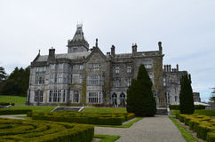 Große Architektur an Adare-Landsitz in Irland Lizenzfreies Stockfoto