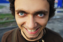 Große Augen des verrückten Lächelns Lizenzfreies Stockfoto