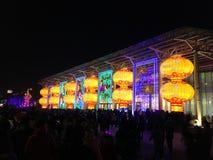 Große belichtete chinesische Laternen während des Festivals Stockfotografie