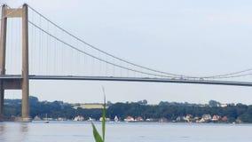 Große Brücke über großem Gurt in Dänemark stock video footage
