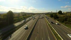 Große breite Autobahn-mehrspuriger Verkehr stock video footage