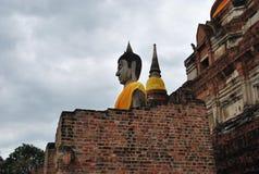 Große Buddha-Statue auf Wolkenhintergrund Lizenzfreie Stockfotografie
