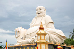 Große Buddha-Statue in einem buddhistischen Tempel Lizenzfreie Stockbilder