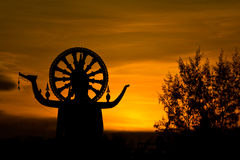 Große Buddha-Statue nach Sonnenuntergang Stockfotos