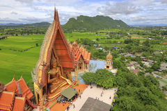 Große Buddha-Statue in Tiger Cave Temple (Wat Tum Sua) Lizenzfreies Stockfoto