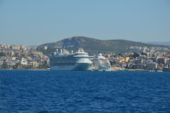 Große cruiseships koppelten in Kusadasi, die Türkei Ephesus an Lizenzfreie Stockbilder