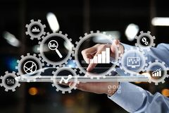 Große Datenanalytik BI-Handelsnachrichtenkonzept mit Diagramm- und Diagrammikonen auf virtuellem Schirm lizenzfreie stockbilder