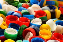 Große Details! Verschiedene farbige Kappen von den Flaschen, großer roher Kamerad stockbild