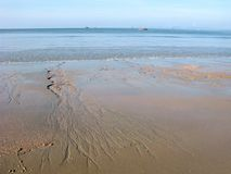 Große Ebbe auf dem Meer, tropisches Klima Stockfotografie
