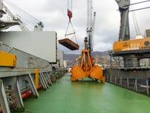 Große Eimer für Hafenlader Dreglayner, hydraulisch und Kabel stockfotos