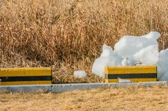 Große Eisblöcke auf dem Boden Lizenzfreie Stockbilder