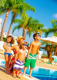 Große Familie auf dem Strand Lizenzfreies Stockbild