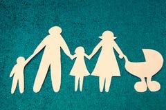 Große Familie Die Annahme von Kindern Jedes Kind hat das Recht, eine Mutter zu haben lizenzfreie stockfotos