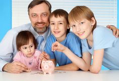 Große Familie zu Hause Lizenzfreie Stockfotos